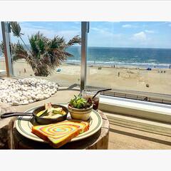 カフェ/ランチ/材木座テラス/海/レインボーパン/BEACH 材木座テラスのカフェから。  空、海、砂…