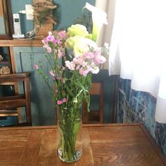 Hanataba/ダイソー花瓶/お花のある生活/お花のある暮らし/ダイソー/100均 ピンクの花束をもらいました💐 自分で花束…
