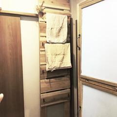 収納アイデアdiy/収納アイデア/デッドスペース活用/デッドスペース/ラブリコDIY/ラブリコアイアン/... 我が家の洗面所は引き戸です。 洗面所にバ…