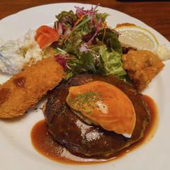 夕ごはん 今日の夕ごはんは、外食だよー〜 地味ー〜…