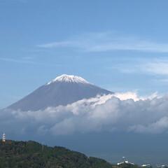 今日は良いお天気/サービスエリア/富士山 雪のお帽子被った 富士山🗻 少し近くまで…