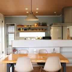 新築/不動産・住宅/滋賀県/カフェ/ダイニング/デーブル/... 壁紙のカラーやキッチン棚やダイニングの素…