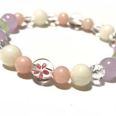 サクラ/ハンドメイド 春色天然石のブレスレット サクラをイメージ