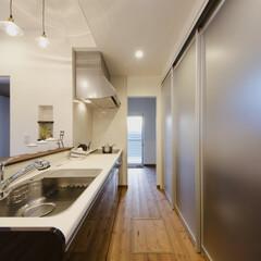 食器棚 キッチンには全部隠してしまう食器棚。共働…