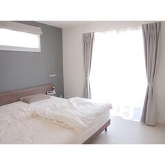 レースカーテン/ウエイトテープ/ウェイトテープ/カーテン/寝室/Panasonichomes/... 寝室のレースカーテンはウエイトテープ仕上…