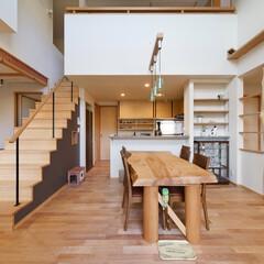 吹抜け/ダイニング/リビング階段 庭を愉しむ家 ダイニング