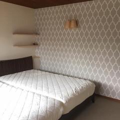 輸入クロス/主寝室/ベッドルーム/寝室/F&B/アクセントクロス リノベーション案件。主寝室はF&Bペーパ…