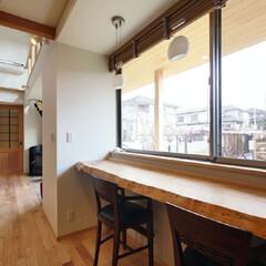 窓/一枚板/カウンター/カフェコーナー 庭をのぞむ一枚板のカウンター。