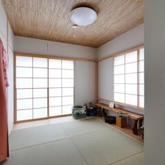 和室/障子/葦天井/たたみ 庭を愉しむ家 和室