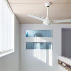 バーチカルブラインド/木天井/室内窓/シーリングファン/吹き抜け/インテリア 寝室の室内窓からの眺め☺︎ 吹き抜けは2…