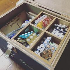 ワトコオイル ダークウォルナット W-13 200ml(ニス、ステイン)を使ったクチコミ「お薬箱つくりました!中の小さい箱はセリア…」(4枚目)