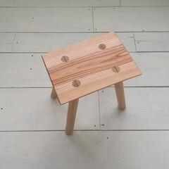 「座面に欅の一枚板を使ったスツールです。 」(1枚目)