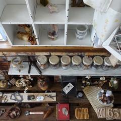 インテリア/DIY/飾り棚/ディスプレイ/空き瓶リメイク/ドライフラワー/... 【作業部屋の一角】 収拾がつかない 並べ…