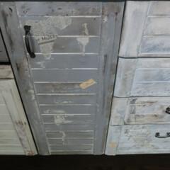 ペイントⅮIY/ブルーグレー/剥がし・汚しペイント/セリア 新築当初のキッチンは、食器棚もダークブラ…