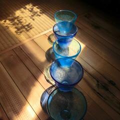 夏らしさ/夏/光と影/ガラス/青色 角度を変えて…光の色が違う…目に涼しい …