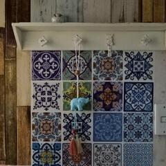 DIY/壁インテリア/壁掛けフック/白い棚/ダイソー/セリア/... ブルーの象さんとピンクのタッセルが可愛く…