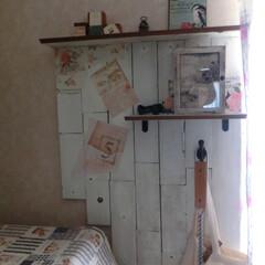 壁ⅮIY/壁インテリア/セリアリメイク/飾り棚/端材パッチワーク ランドリー横の壁が、寂しかったので、いく…