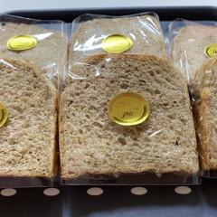 パン/手作り/ラップ/おうちごはん/暮らし/100均 全粒粉50%使った食パン🍞捏ねるのが、め…