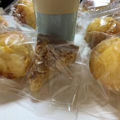 コーンマヨ/簡単/お菓子/手作り/シリコントレー/パン/... アーモンドタルトとコーンマヨロールパン🍞…