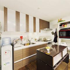 キッチン/リフォーム/ナチュラル/樹脂/スタイリッシュ/天然木 【リフォーム施工事例】 キッチン正面の壁…