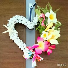 タイダイ/ピンク/フラミンゴ/夏/ウェルカムリース/ドア/... 貝殻をたくさん使い、花束をつけたような感…