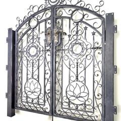 ロートアイアン/ロートアルミ/アイアン/アルミ/門扉/両開き門扉/... おとぎ話に出てきそうな絵画のようなデザイ…