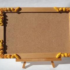 コルクボード/パン/イーゼル/ミニチュア/ミニチュアフード パンのコルクボードです。