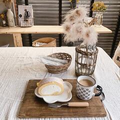 おうちカフェ/カフェタイム/カフェ雑貨/ハンドメイド/セリア/カフェトレイDIY/... お友達が堂島ロール♡のお土産を持って 遊…