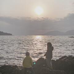 夕日/冬の海/うみ/癒やしの海/癒やし/おでかけ/... 海辺で見る夕日𓂃𓂃𓂃  寒さも吹っ飛ぶ美…
