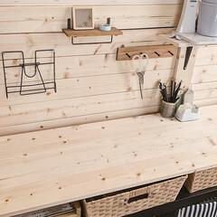 勉強スペース/子供部屋/DIY女子/暮らしを楽しむ/雨季ウキフォト投稿キャンペーン/LIMIAインテリア部/... 板壁の裏側の勉強スペースです♪  机は年…