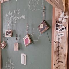 子どもと暮らす/子ども部屋インテリア/子ども部屋/端材活用/端材リメイク/端材DIY/... ピクチャーレールワイヤーフックを使用して…(2枚目)