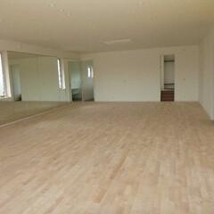 床工事/フローリング/フローリング研磨/研摩/リフォーム/無垢材/... ダンスホールの床を研磨した後の様子です。