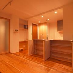 杉床と広々とした造作キッチンのある.../リノベーション/リフォーム/マンション/部分リフォーム/キッチン/... ■A4サイズが収納出来るカウンター収納■…