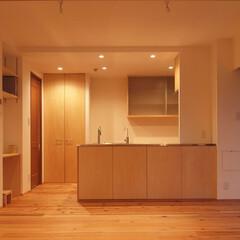 杉床と広々とした造作キッチンのある.../リノベーション/リフォーム/マンション/部分リフォーム/木/... ■開放的なペニンシュラ型の造作キッチンに…