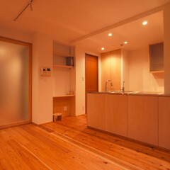 杉床と広々とした造作キッチンのある.../リノベーション/リフォーム/マンション/部分リフォーム/キッチン/... ■ダイニング収納となるキッチンカウンター…(1枚目)