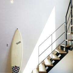 サーフボード/リフォーム/階段/デザイン階段/趣味/不動産・住宅/... 吹き抜けの空間と調和するデザイン階段です…