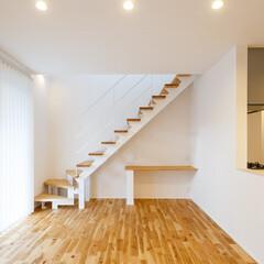 ロブスクエア/デザイン階段/スチール階段/ナチュラル/一戸建て/新築/... ナチュラルな空間。階段の踏み板を床材に合…