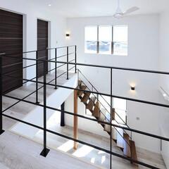 ロブスクエア/lobesquare/階段/スチール階段/デザイン階段/クローズタイプ/... 吹き抜けに、ステンレスの階段と手すりで、…