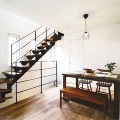 デザイン階段/階段/新築/キッチン/白い壁/マイホーム/... ナチュラルな雰囲気にも馴染むスチールのデ…