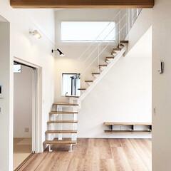 デザイン階段/デザイナーズ/注文住宅/一戸建て/階段/新築/... 木材のライトブラウン色で、明るく柔らかな…
