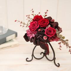 赤/プリザーブドフラワー/インテリア/飾り/花/結婚祝い/... 真っ赤なローズを4輪使用し、豪華なのに落…