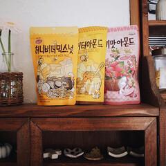 漆喰/ガーベラ/お花のある暮らし/お菓子/ハニーバターアーモンド/韓国お菓子/... 知り合いに買ってきてもらった ハニーバタ…(1枚目)