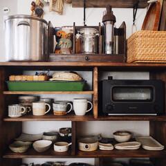 カゴ/暮らしの道具/漆喰/食器棚/kitchen/キッチン/... お気に入りの 作家さんの器コーナー☺️♥…