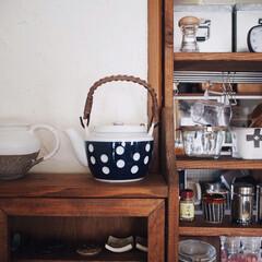 小棚/キッチン用品/水玉/急須/キッチン雑貨/収納/... 新しく仲間入りした水玉の急須☺️♥︎ 前…