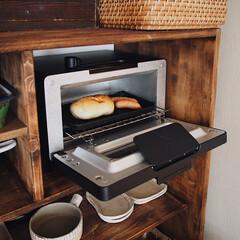 作家さんの器/食器棚/フッ素Wコートトレー/バルミューダ/塩パン/パン/... バルミューダトースターで 朝ごパンの塩パ…