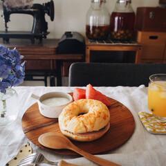 テーブルコーデ/紫陽花/スイカ/ベーグル/プレートランチ/お昼ご飯/... いつかのお昼ご飯😁 チーズベーグルサンド…