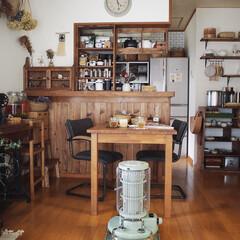キッチンカウンターDIY/木の家/アラジンストーブ/レトロ/暮らしのキロク/インテリア/... 本日は雑誌の取材に来て頂きました♡ 部屋…