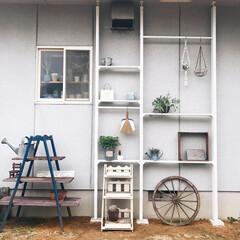 暮らしのキロク/ラダーシェルフ/アイアン雑貨/壁面収納/LABRICO/ラブリコアイアン/... こちら庭のDIYをして いろいろ飾ったb…