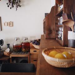 インテリア/賃貸/レトロ/キッチンカウンターDIY/家/竹ざる/... 実家の母から 珍しい黄色いライムを貰いま…