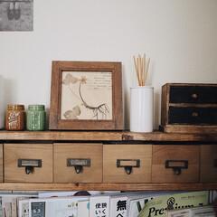 小引出し/小瓶/100均リメイク/アロマ/無印良品/ブックシェルフDIY/... DIYしたブックシェルフの棚の上には お…